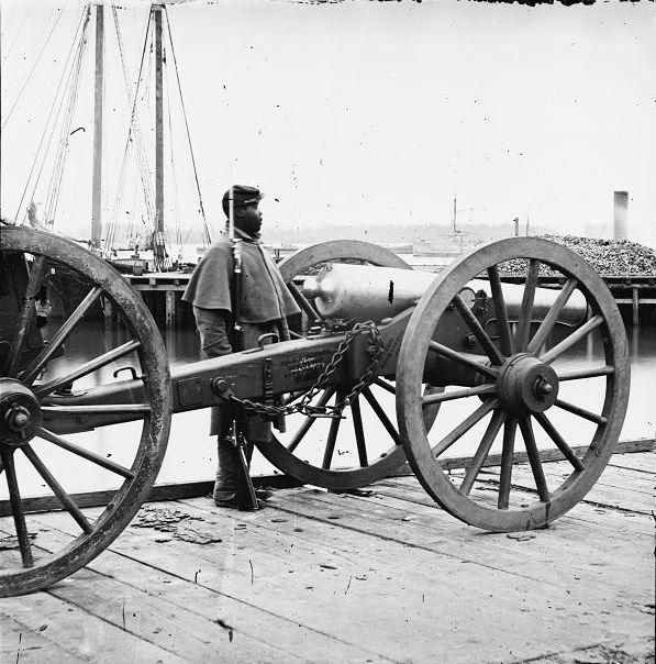 petersburg-black-cannon