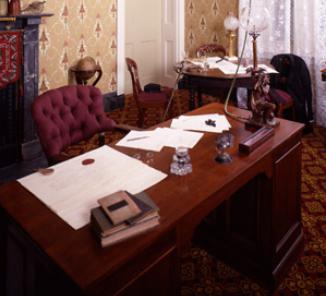jeff-davis-desk
