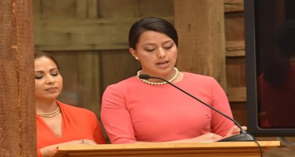 Maritza Guichay (right) and Angela Quintero (left).